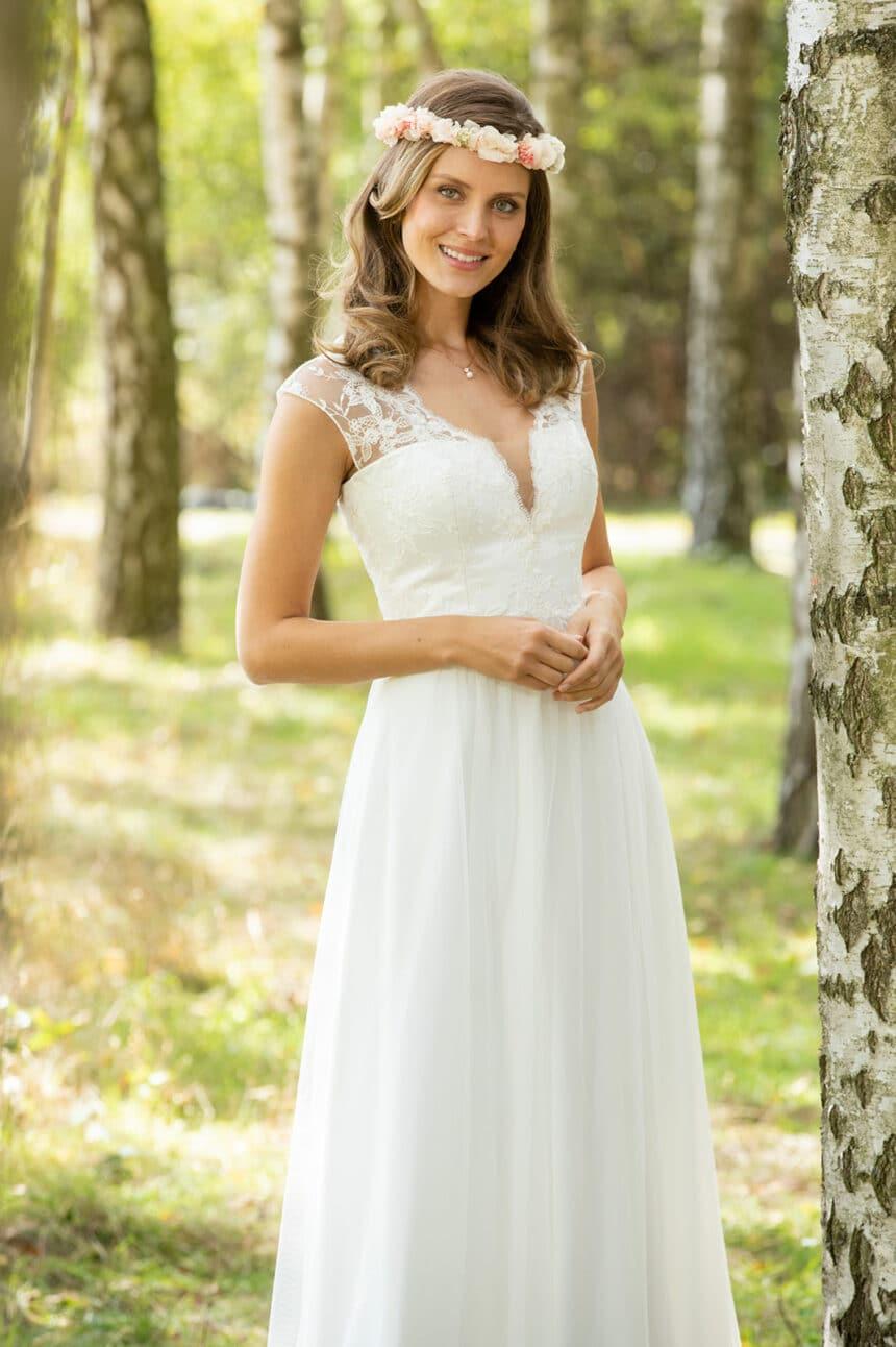 fließendes Brautkleid tiefer V-Ausschnitt