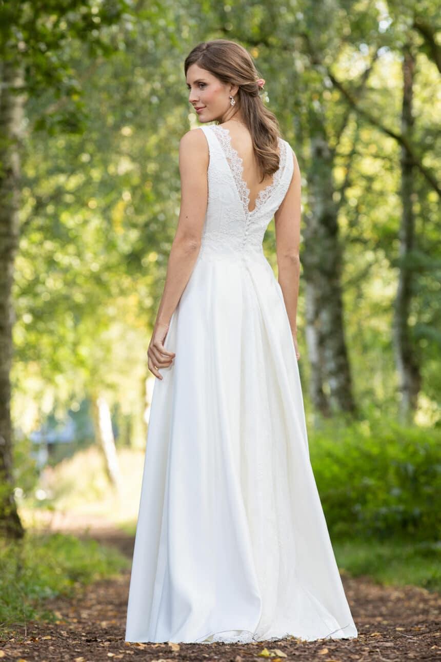 Brautkleid tiefer Rückenausschnitt