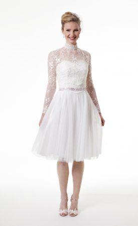 kurzes Brautkleid mit Tüllrock und Taillenband