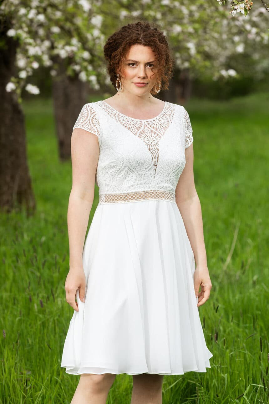 Kurzes Brautkleid im Boho-Stil