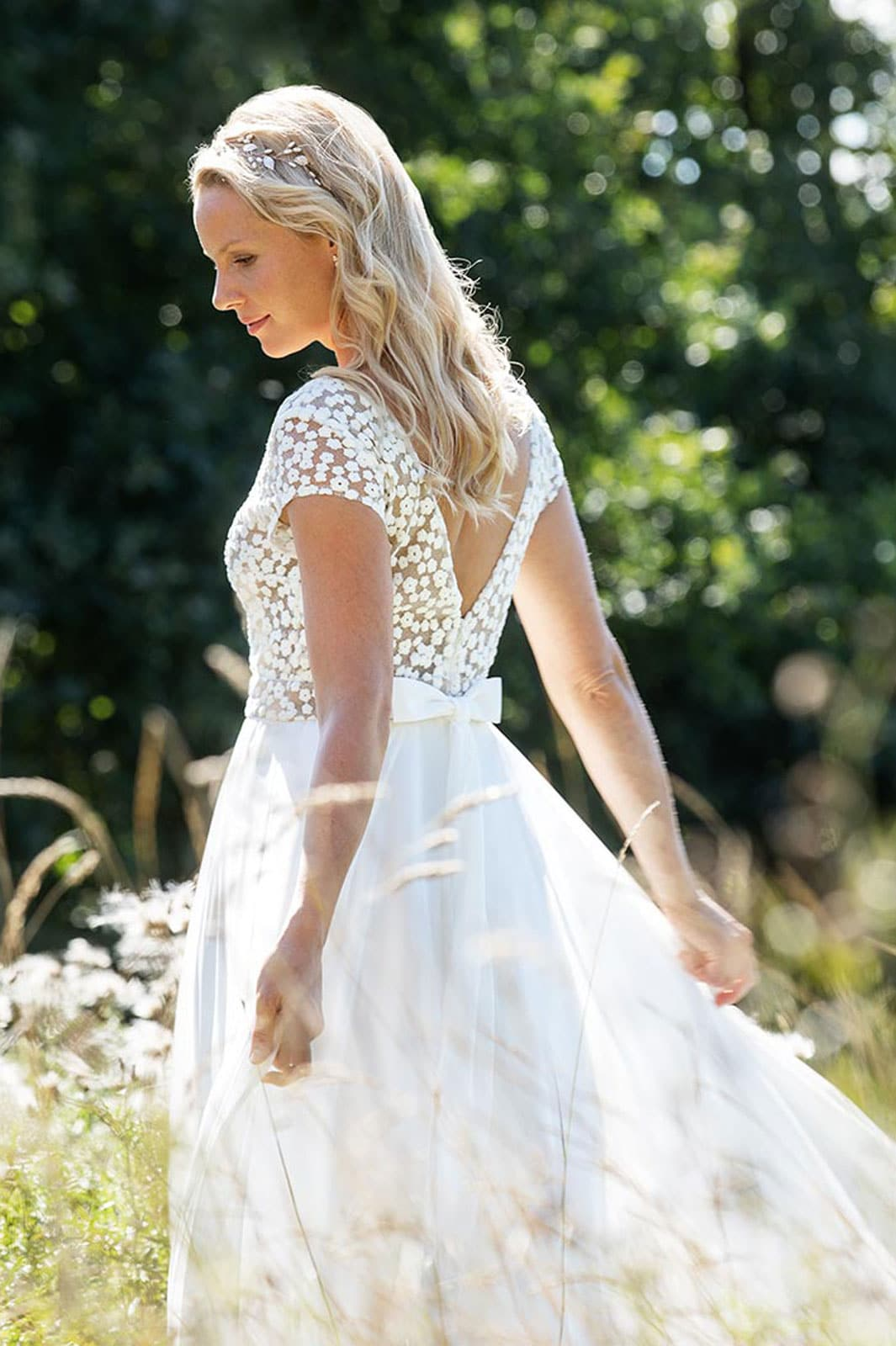 Brautkleid Blütenspitze V-Ausschnitt Chiffonrock