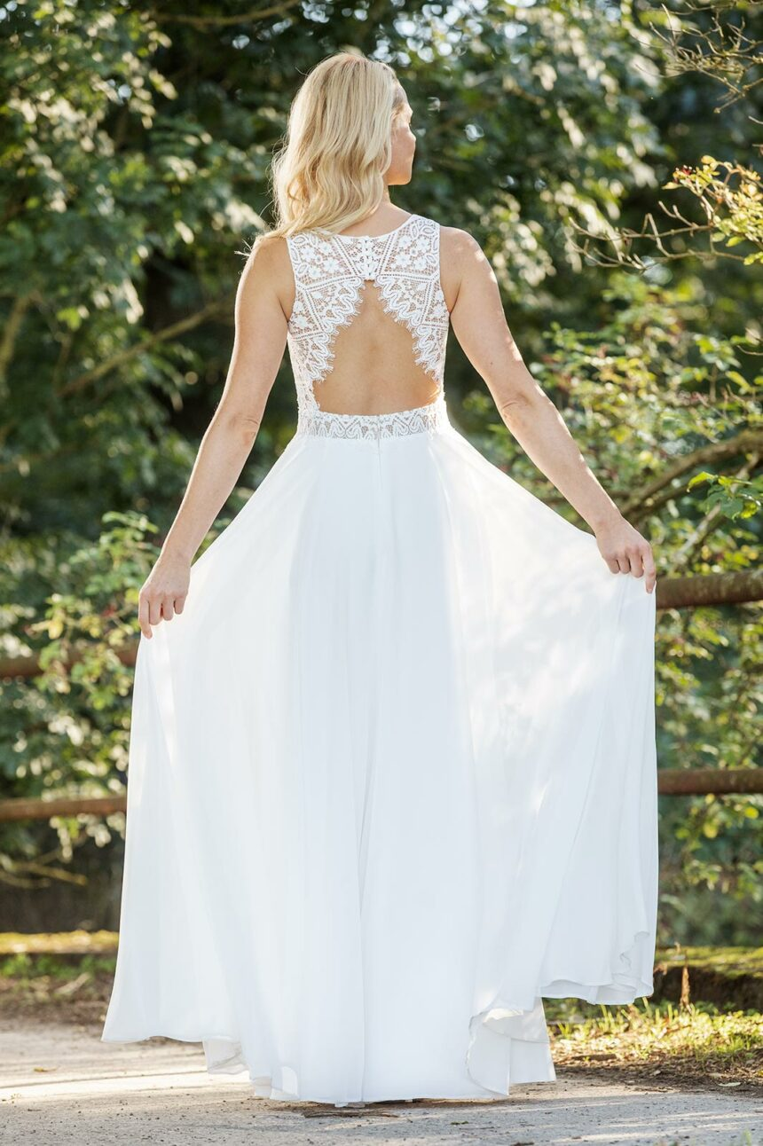 Boho-Brautkleid mit Rückenausschnitt