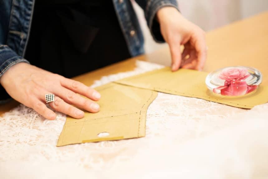 Zuschnitt eines Brautkleides