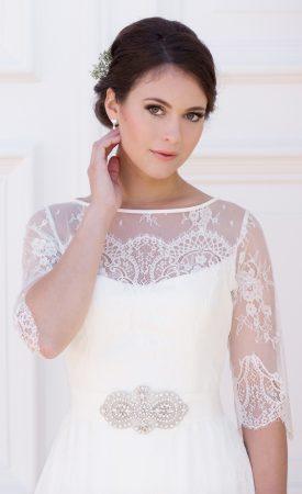 Brautkleid aus französischer Spitze mit langen Ärmeln